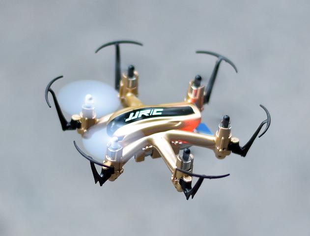 dron H20 dorado